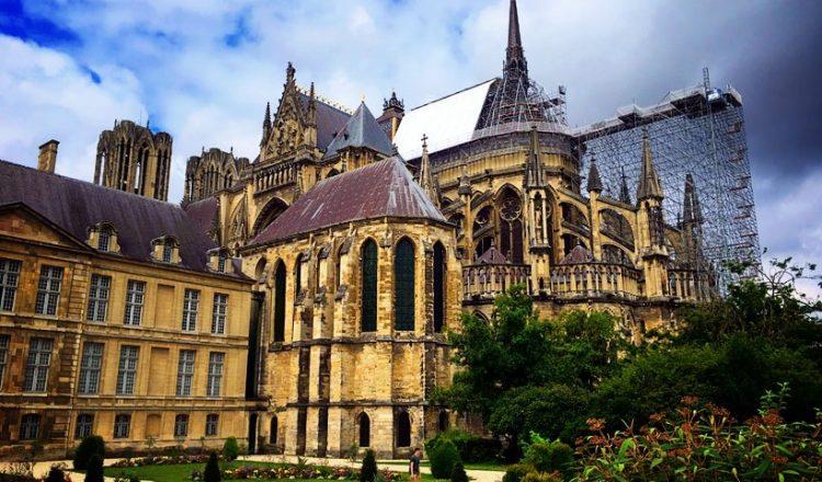 L'histoire tragique et triomphante de la cathédrale de Reims en France 1