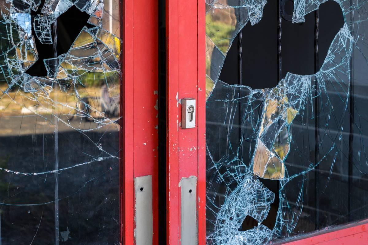 Quelle est la rapidité d'intervention à prévoir pour le remplacement d'une vitre cassée en région parisienne ? 1