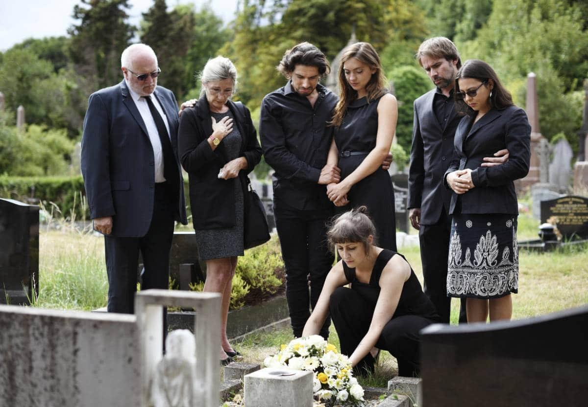 Comment rendre un dernier hommage à la fois chaleureux et solennel ? 1